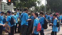 Patut Dicontoh! Siswa SMP Bersih-Bersih Sampah di CFD