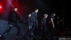 Melihat Lagi Tembakan Cinta EXO ke EXO-L di HUT Transmedia