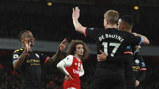 Arsenal terpuruk di posisi ke-12.