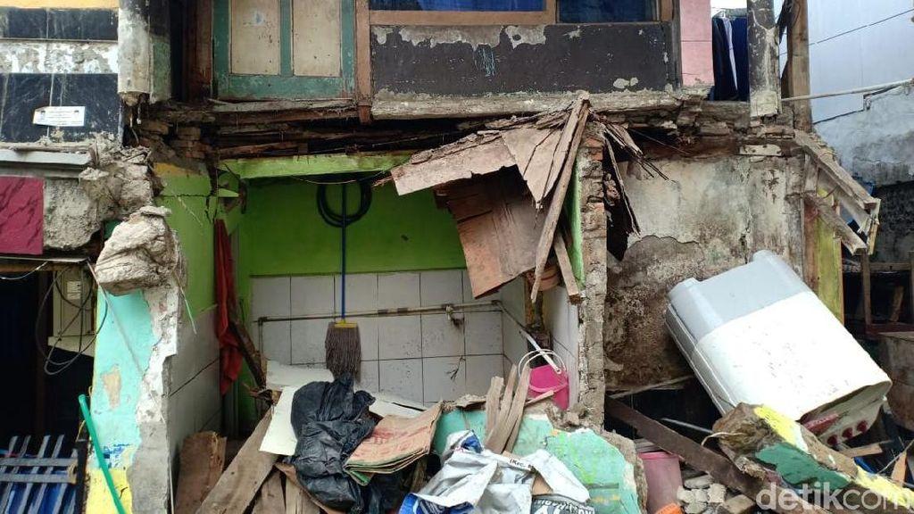 Rumah di Matraman Ambruk, Kontraktor Proyek Disanksi Perbaiki Kerusakan