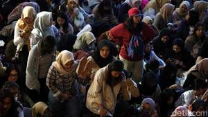 Bagaimana Kabar Melly Goeslaw di Palestina?