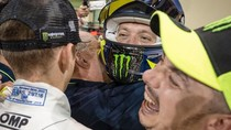 Senyum Semringah Rossi Usai Finis Ketiga di Balapan Mobil