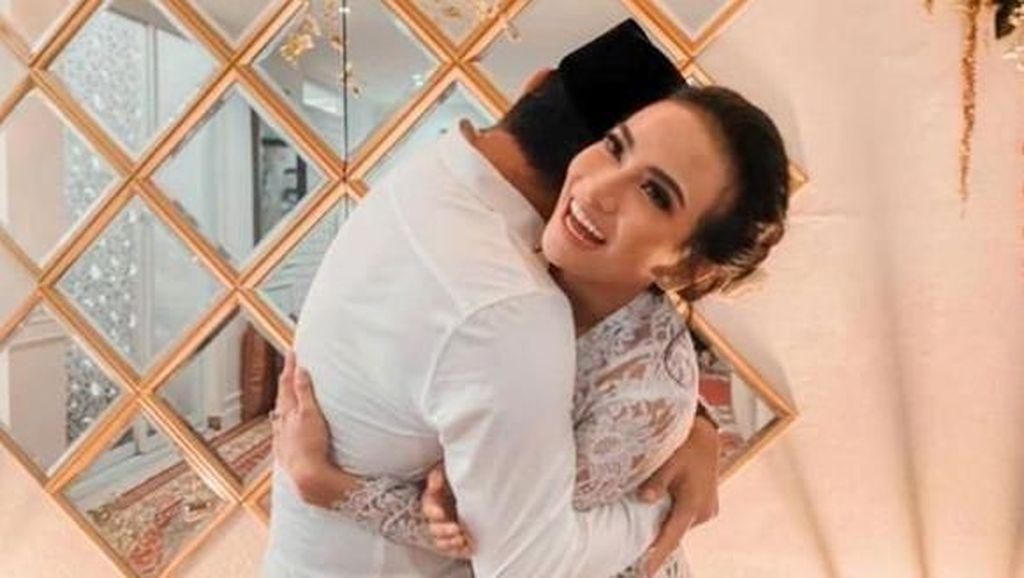 Momen Vanessa Angel Menikah, Berbalut Kebaya Putih Transparan