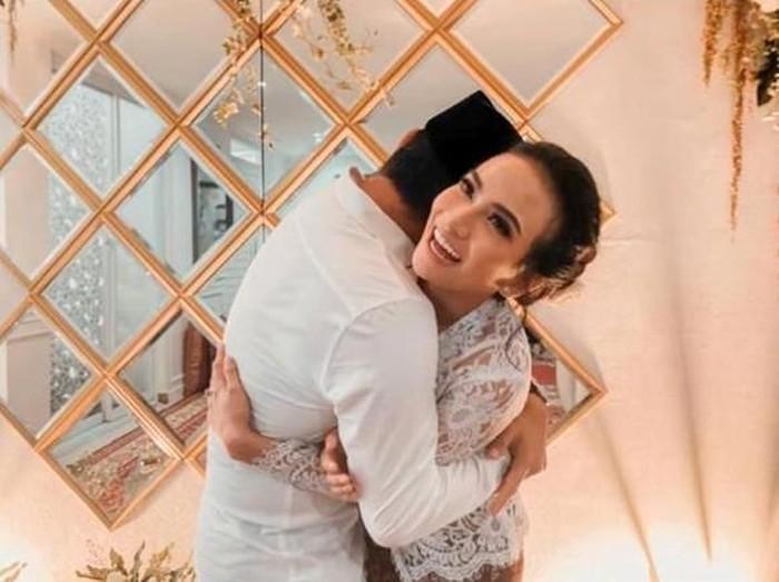 Vanessa Angel nikah.