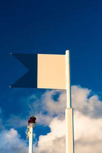 Apa Arti Bendera Merah Strip Putih Saat Menyelam?