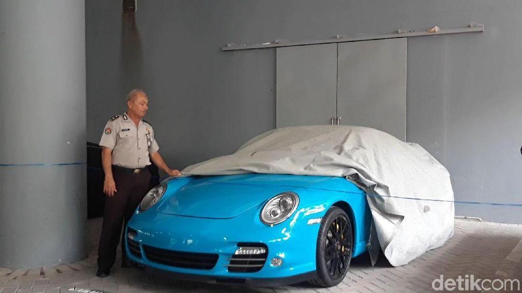 Supercar Porsche yang Disita Polda Jatim Dikembalikan
