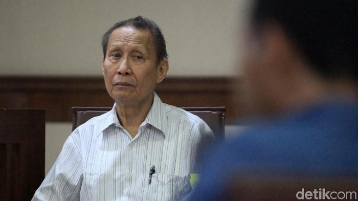 Terdakwa kasus suap distribusi gula Pieko Njotosetiadi menjalani sidang di Pengadilan Tipikor Jakarta. Dia disidang terkait suap distribusi gula di PTPN III.
