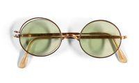 Kacamata rusak bekas milik John Lennon yang dilelang Sotheby's.