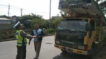 Puluhan Truk Obesitas di Surabaya Terjaring Razia