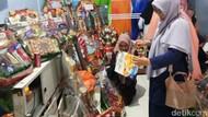 Jelang Natal dan Tahun Baru Petugas BPOM Makassar Razia Pedagang Parsel