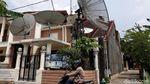 Potret Belasan Parabola Mejeng di Rumah Roy Suryo