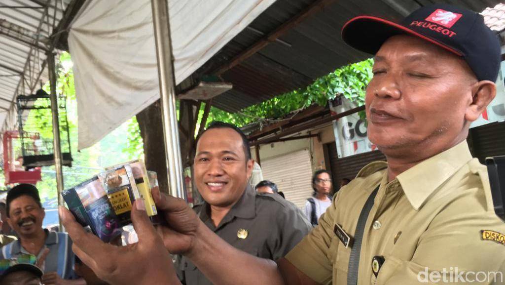 12 Merek Rokok Diduga Ilegal Disita dari Pasar di Kota Mojokerto
