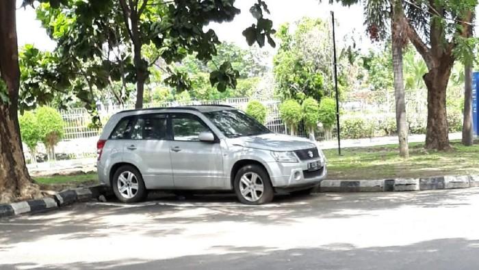 Mobil yang terparkir di Bandara Adi Soemarmo selama berbulan-bulan. Foto: Istimewa
