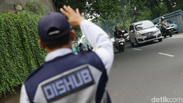 Dinas Perhubungan DKI Jakarta memberlakukan Sistem Satu Arah pada Jalan RM Margono Djoyohadikoesoemo untuk mengurangi titik kemacetan.
