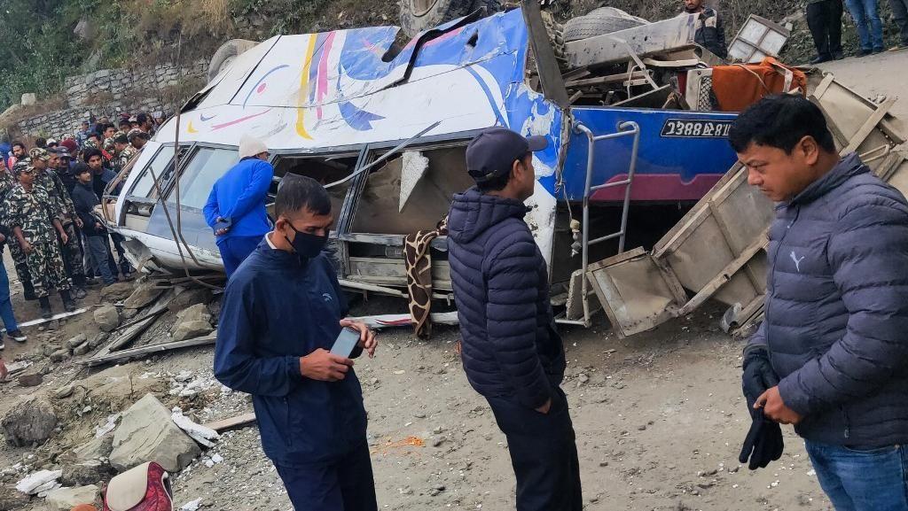 Bus Pembawa Peziarah di Nepal Jatuh ke Lereng 70 Meter, 14 Orang Tewas