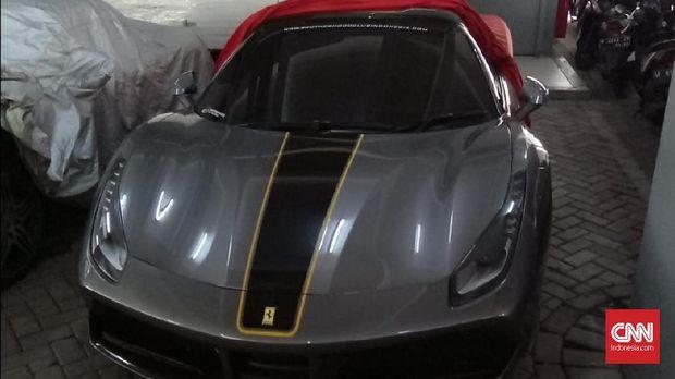 Contoh mobil mewah di Jatim yang disita karena tak taat pajak.