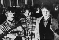 Personel The Beatles Ringo Starr, George Harrison dan John Lennon pada 28 Agustus 1967.