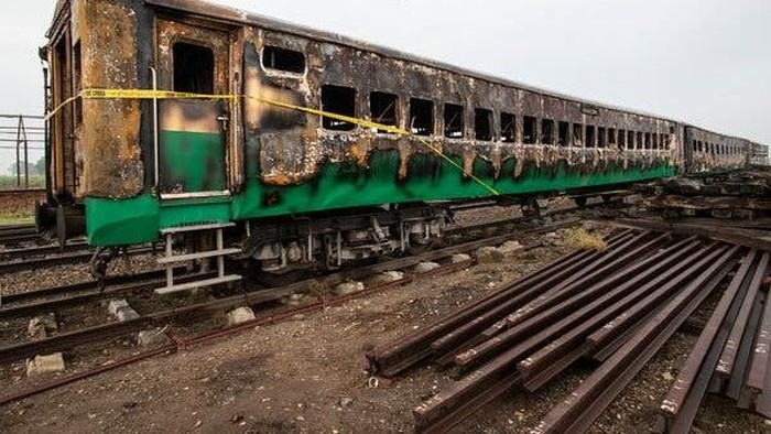 Pakistani soldiers and officials examine a train damaged by a fire in Liaquatpur, Pakistan, Thursday, Oct. 31, 2019. A massive fire engulfed three carriages of the train traveling in the countrys eastern Punjab province (AP Photo/Siddique Baluch)
