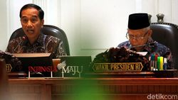 Setahun Jokowi-Maruf: Ekonomi Dibayangi Resesi, Utang Bertambah