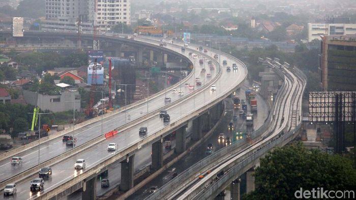 Tol Layang Japek yang telah dibangun sejak 2017 lalu akhirnya diresmikan pada (12/12). Jalan tol itu pun kini telah digunakan oleh para pengguna jalan.