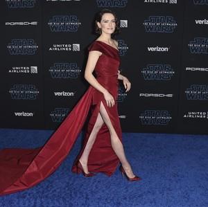 Foto: Gaya Seksi Daisy Ridley di Premier Film Star Wars Terbaru