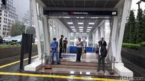 Ada Genangan di Sejumlah Pintu Masuk Stasiun MRT, Eskalator Mati Sementara
