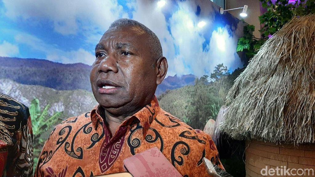 Hoax Gubernur Wafat Usai Vaksin COVID, Warga Papua Barat Blokade Jalan