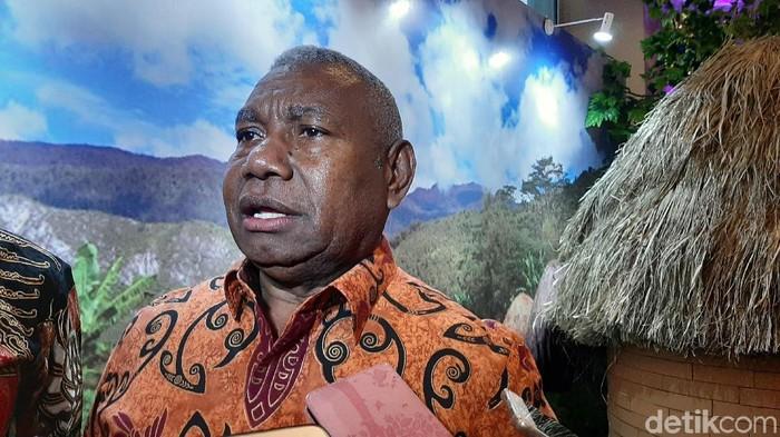 Gubernur Papua Barat Dominggus Mandacan