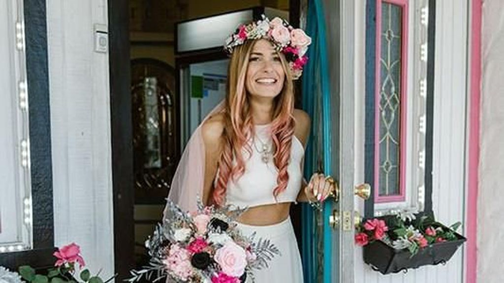 Wanita Ini Menikahi Dirinya Sendiri Setelah Batal Dinikahi Tunangan