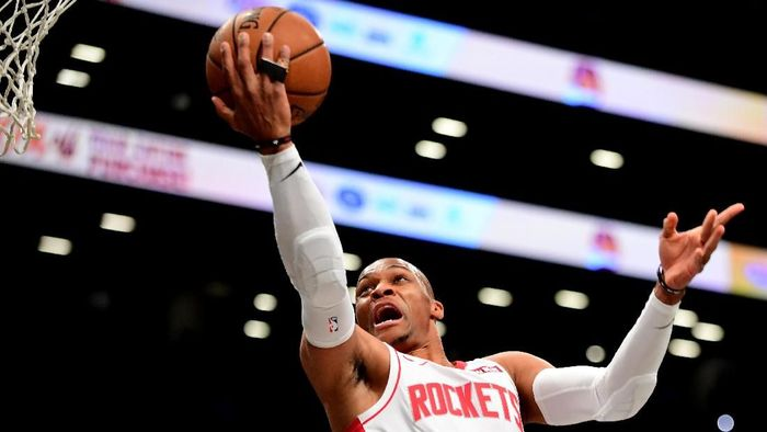 Russell Westbrook memotori kemenangan Houston Rockets atas San Antonio Spurs 109-107 di NBA.Foto: Emilee Chinn / Getty Images