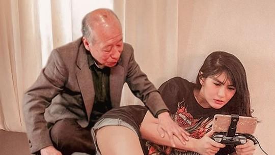 Heboh Pose Angela Lee dengan Kakek Sugiono hingga Justin Bieber