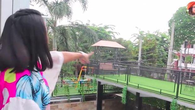 Ke Rumah Ria Ricis, Melaney Ricardo: Ih Gue Mau Jadi YouTuber Aja