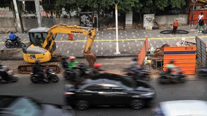 Pemprov DKI Jakarta tengah gencar membangun maupun merevitalisasi sejumlah trotoar di Ibu Kota. Hal itu dilakukan guna meminimalkan penggunaan kendaraan pribadi