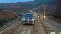 Naik Land Cruiser, Jokowi Tinjau Titik Istana di Ibu Kota Baru