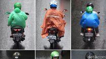 Warna-warni Mantel dan Payung Penampik Air Hujan