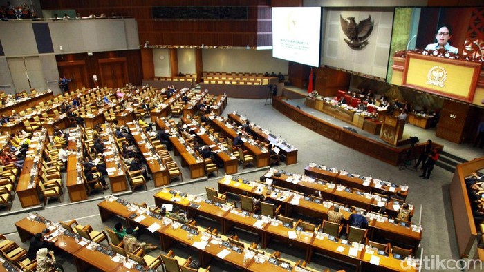 Pengesahan prolegnas RUU 2020-2024 dan 50 RUU prioritas 2020 dilakukan dalam rapat paripurna yang digelar di kompleks MPR/DPR, Senayan, Jakarta, Selasa (17/12/2019). Ketua DPR Puan Maharani memimpin jalannya rapat paripurna.