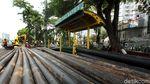Halte Bus Pal Batu 2 Casablanca Terhalang Pipa Kabel