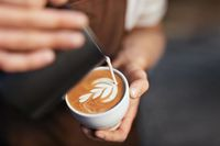 Cara membuat latte art.