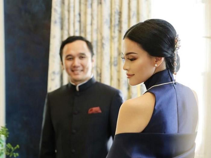 Adri Martowardojo, putra dari mantan Gubernur BI, Agus Martowardojo, resmi menikah dengan kekasihnya Elsa Tadjudin. Foto: Dok. Instagram @elsatadjudin