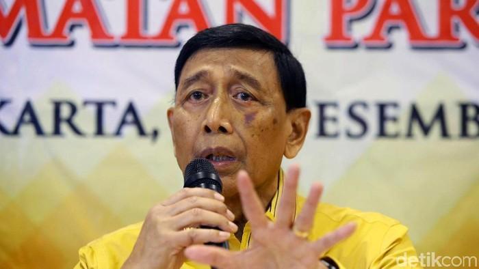 Wiranto menyatakan mundur dari jabatan Ketua Dewan Pembina Partai Hanura. Alasannya karena dia menduduki posisi sebagai Ketua Dewan Pertimbangan Presiden (Wantimpres).