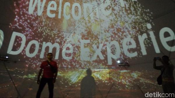 Destinasi wisata selfie baru ini bernama 360 Dome Experience. Lokasinya berada di Grage City Mall, Kota Cirebon, Jawa Barat (Sudirman Wamad/detikcom)