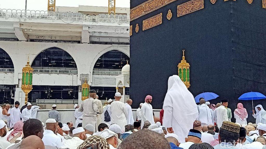 Tips Sholat Jumat di Depan Kakbah saat Masjidil Haram Padat Jemaah