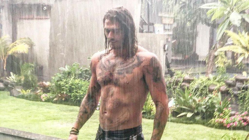 Hujan-hujanan di Bali, Apa Sosok Ini Jason Momoa si Aquaman?