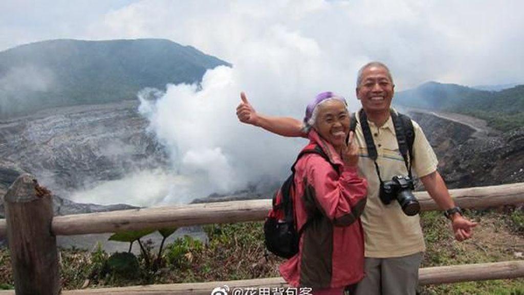 Manisnya Kisah Pasangan Tua yang Backpacker Keliling 40 Negara di Dunia