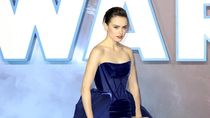 Foto: Gaya Dramatis Daisy Ridley di Red Carpet Star Wars