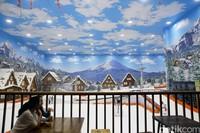 Khusus untuk permainan ski, nantinya pengunjung akan didampingi petugas. Jadi, jangan khawatir akan cidera (Grandyos Zafna/detikcom)