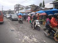 'Dijajah' PKL, Jalanan Sekitar Pasar Sukaramai Medan Semrawut