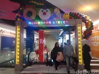Di setiap eskalator kamu akan menemukan palang nama jalan terkenal di Jepang, contohnya Akihabara Street. (Putu Intan/detikcom)