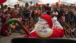 Hohoho! Di Brasil Santa Claus Asyik Naik Jet Ski
