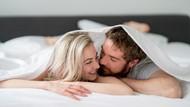 3 Cara Menentukan Posisi Bercinta Favorit untuk Suami dan Istri